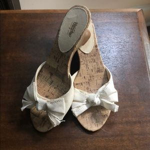 Cork and white fabric sandal